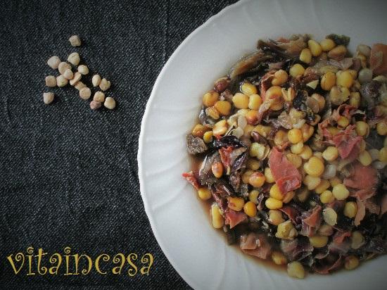 Zuppa di cicerchie, radicchio e prosciutto