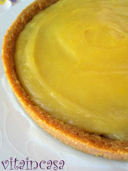 Tarte con crema all'ananas e marmellata di mirtilli