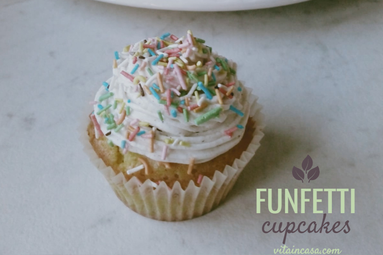 Funfetti cupcakes by vitaincasa (2)